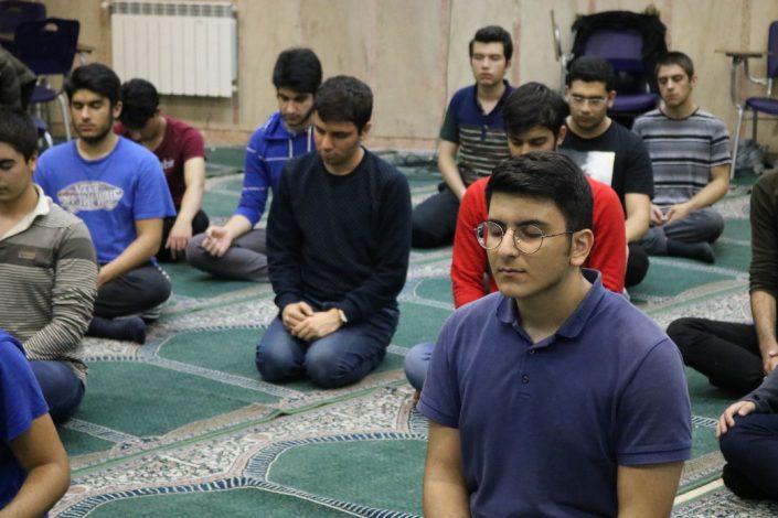 کلاس یوگا پایه دوازدهم سلام صادقیه